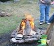 grillen über offenem Feuer