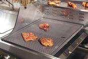 Mit einer Griddleplatte perfekt Fingerfood auf dem Gasgrill grillen